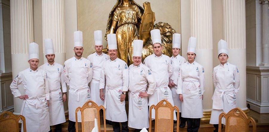 Presidenttipari kiittää kokkimaajoukkuetta